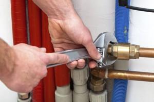 broken pipe repair 300x200 - اصول لوله کشی آب باران