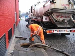 Sewage Truck 300x225 - مدرن ترین روش تخلیه چاه فاضلاب